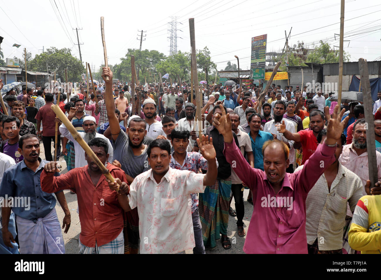 Dhaka, Bangladesh - May 08, 2019: Jute mill workers staged demonstrations stretching from Demra to Jatrabari in Dhaka, Bangladesh on May 08, 2019 to p - Stock Image