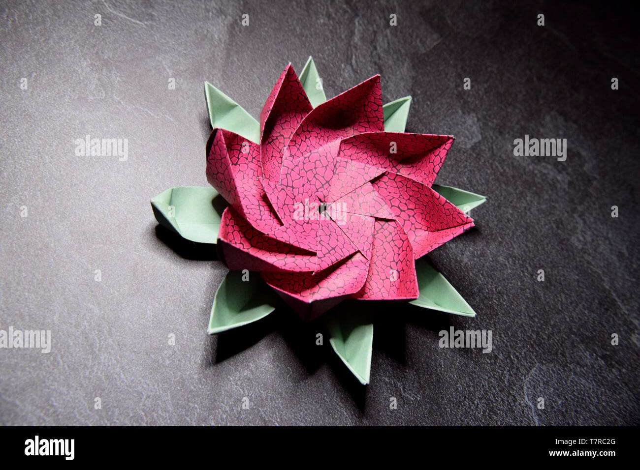 Modular Origami Lotus Flower with 8 Petals - Tutorial - Paper Kawaii | 956x1300