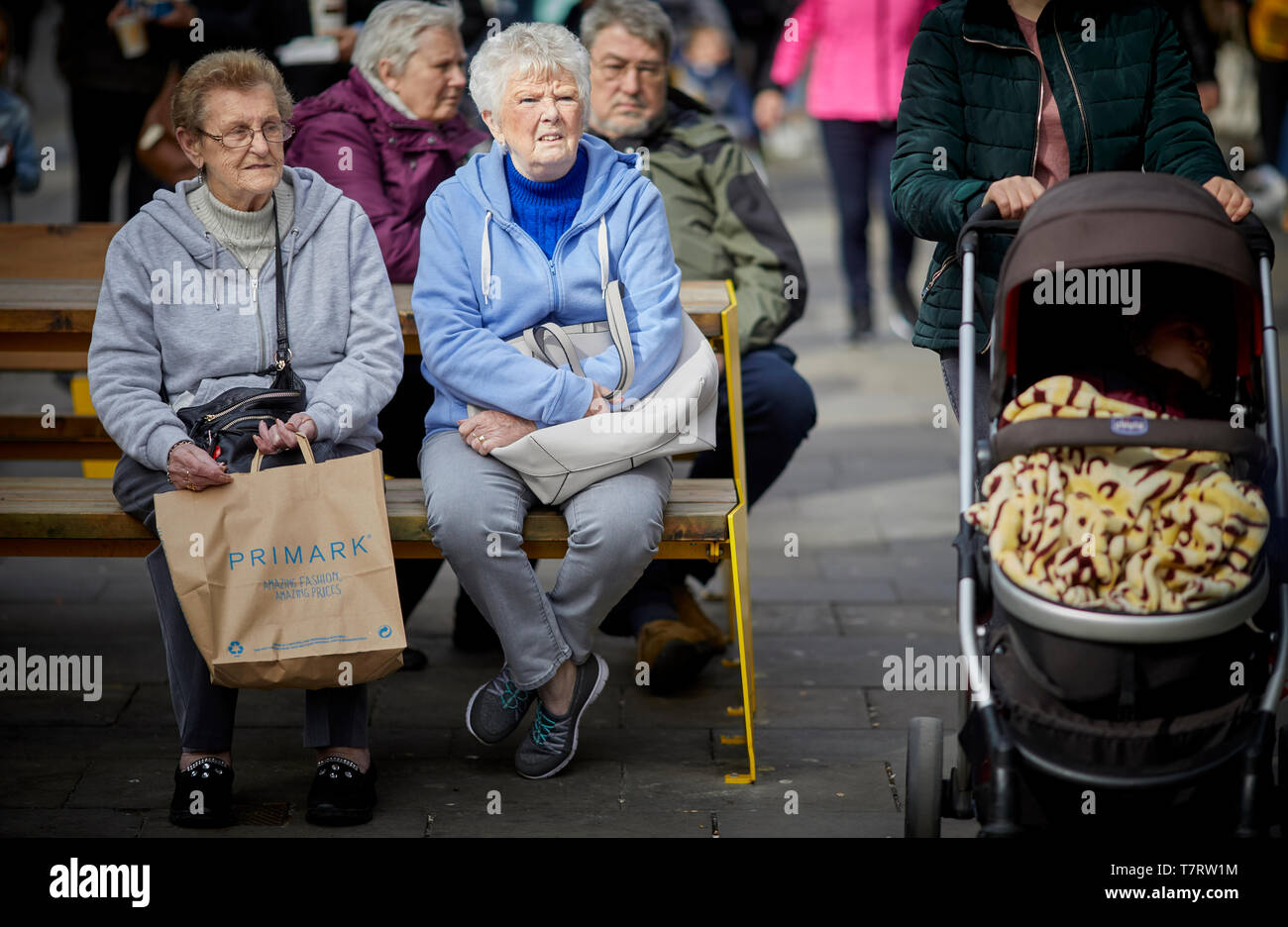 Newcastle upon Tyne, OAP resting in the main shopping area - Stock Image