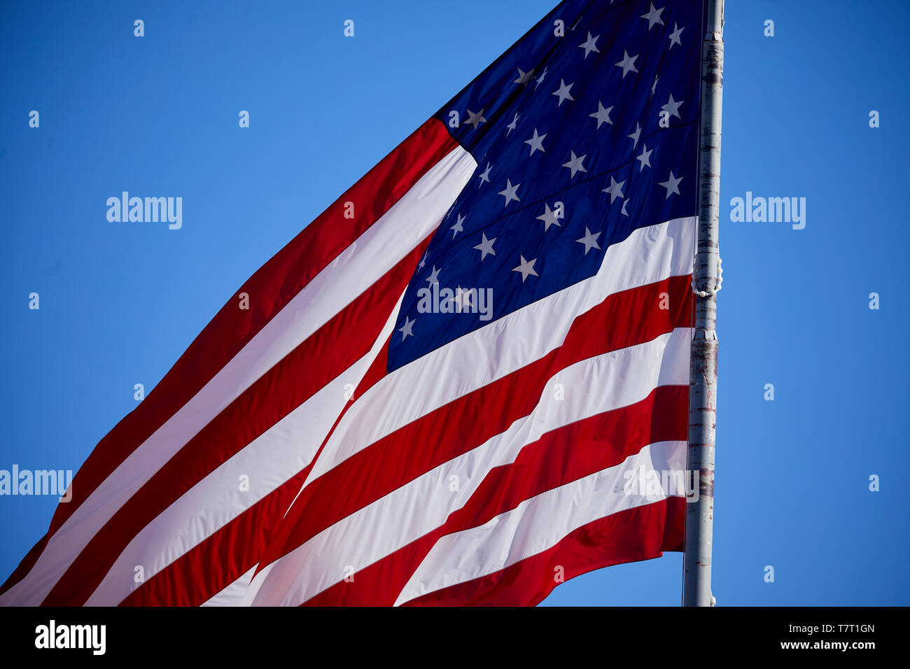 why is the us flag red white and blue