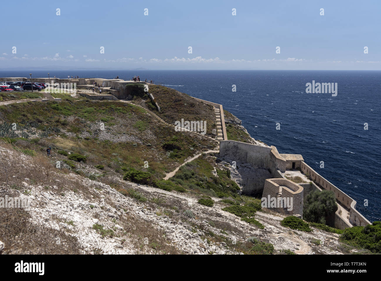 Coastal fortifications on the hill in Bonifacio. Küstenbefestigungen auf dem Hügel in Bonifacio. Nadmorskie fortyfikacje obronne na wzgórzu. - Stock Image