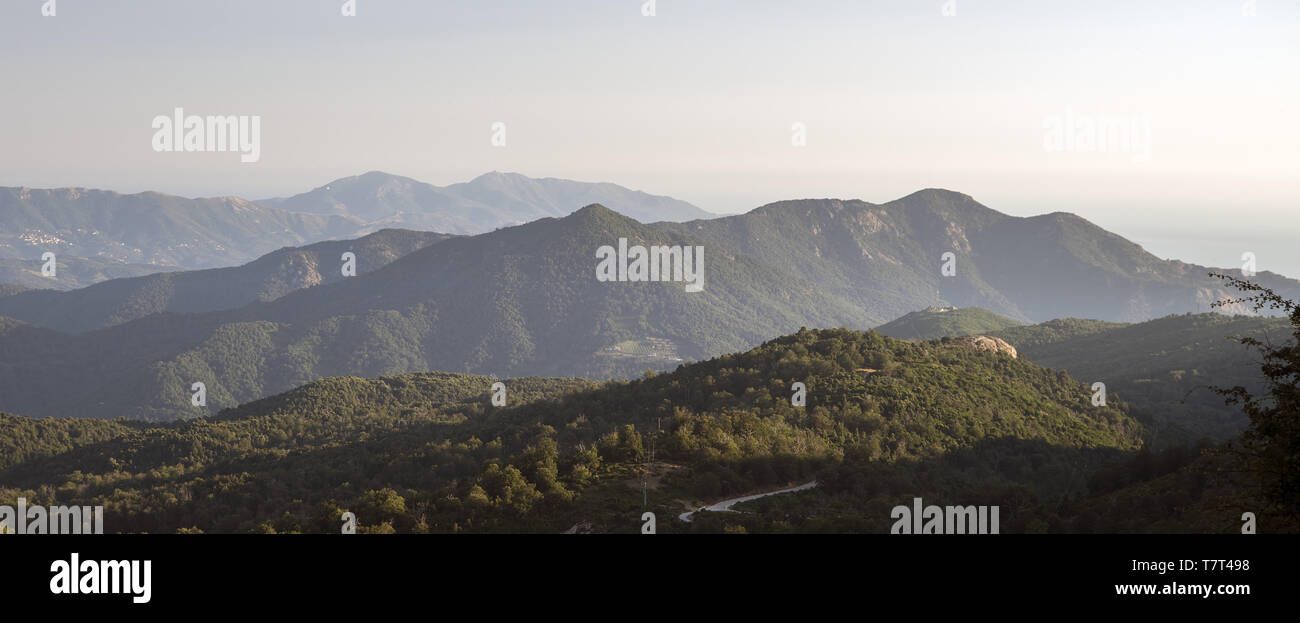 Hills in the rays of the setting sun. Hügel in den Strahlen der untergehenden Sonne. Wzgórza w promieniach zachodzącego słońca. Stock Photo