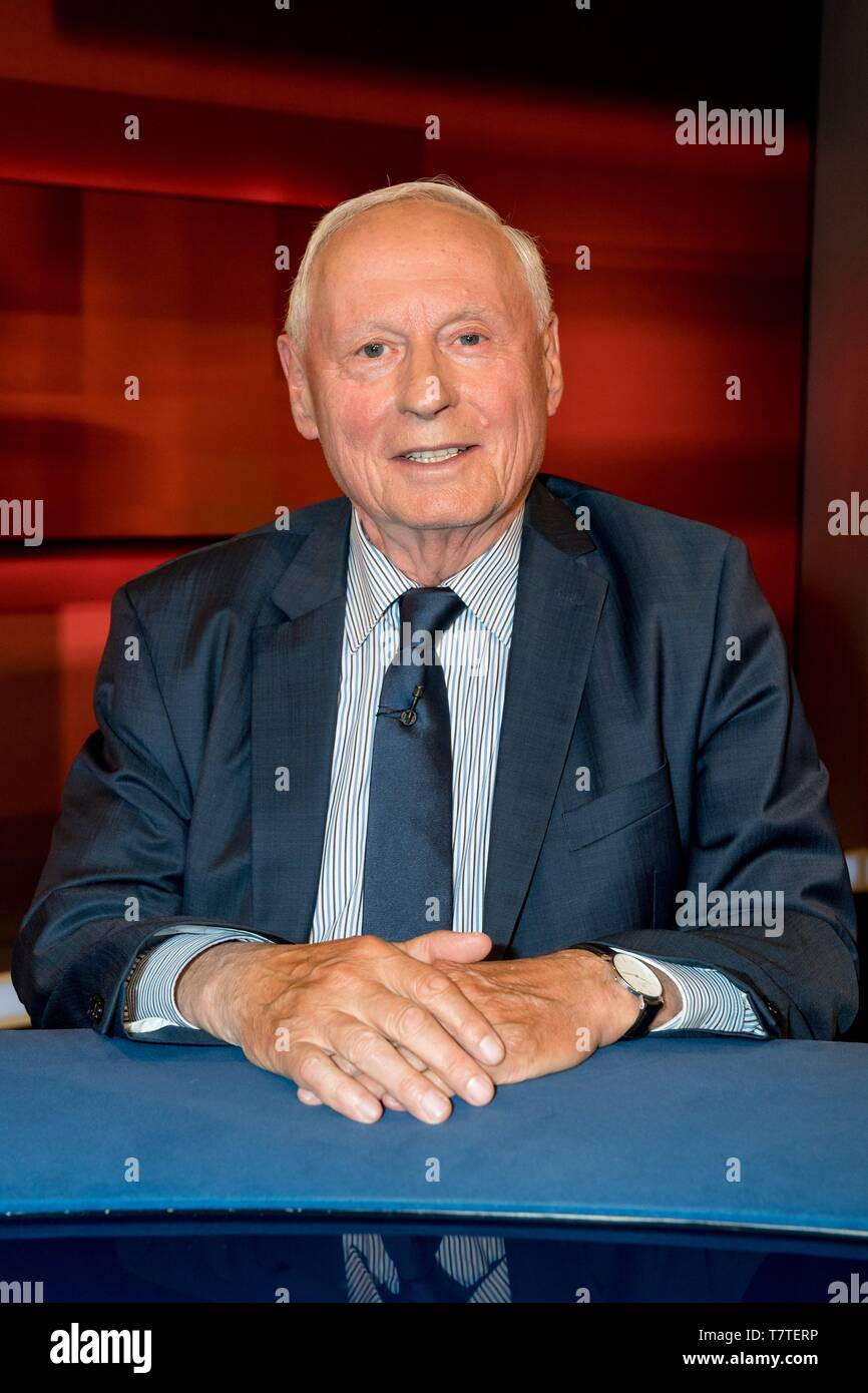06.05.2019, Oskar Lafontaine, The Left, faction leader in the Saarland in the TV studio at Hart but fair in the studio Adlershof in Berlin. Portrait of the politician. | usage worldwide - Stock Image