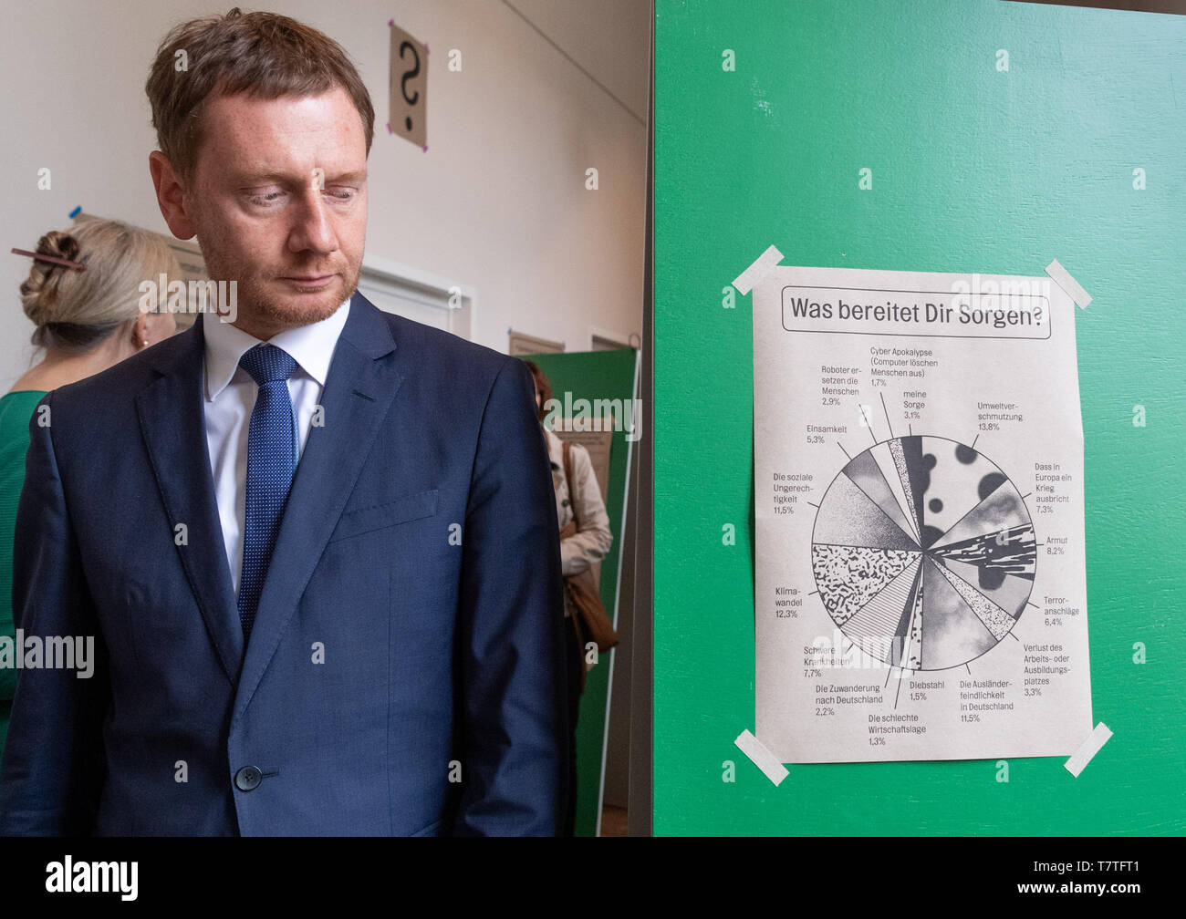 Dresden, Germany. 09th May, 2019. Michael Kretschmer (CDU), Prime Minister of Things, walks past a note with the question 'What worries you?' stuck on it during a tour before the opening of the exhibition 'The Invention of the Future' of the Staatliche Kunstsammlungen Dresden (SKD) in the Japanese Palais. The results of a survey conducted by the SKD among 15- to 35-year-olds in Saxony on questions of good living form the starting point of the exhibition. Credit: Robert Michael/dpa-Zentralbild/dpa/Alamy Live News - Stock Image