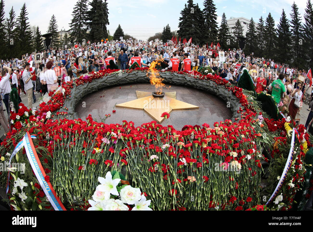 Chelyabinsk, Russia. 09th May, 2019. CHELYABINSK, RUSSIA - MAY 9. 2019: People hold portraits of their relatives who fought in WWII as they gather at the Eternal Flame memorial in the city of Chelyabinsk, during celebrations marking the 74th anniversary of Soviet victory in the 1941-1945 Great Patriotic War (part of WWII). Nail Fattakhov/TASS Credit: ITAR-TASS News Agency/Alamy Live News Stock Photo