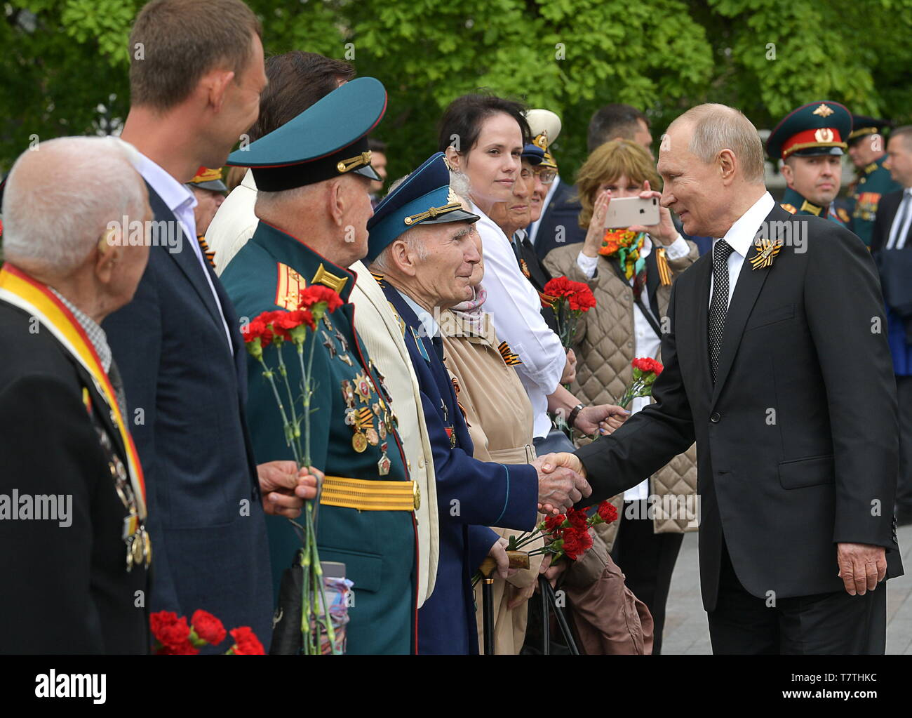 Moscow, Russia. 09th May, 2019. MOSCOW, RUSSIA - MAY 9, 2019: Russia's President Vladimir Putin (R) greets WWII veterans agead of a ceremony to lay flowers at the Tomb of the Unknown Soldier by the Kremlin Wall during celebrations marking the 74th anniversary of the victory of the Soviet Red Army over Nazi Germany in the Great Patriotic War of 1941-45, the Eastern Front of the Second World War. Alexei Druzhinin/Russian Presidential Press and Information Office/TASS Credit: ITAR-TASS News Agency/Alamy Live News - Stock Image