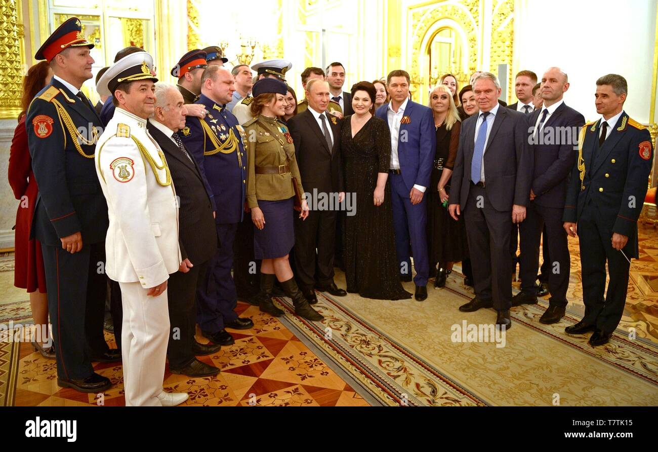 Moscow, Russia. 09th May, 2019. Russian President Vladimir Putin poses with guests at a reception marking the 74th anniversary of the end of World War II at the Kremlin May 9, 2019 in Moscow, Russia. Credit: Planetpix/Alamy Live News - Stock Image