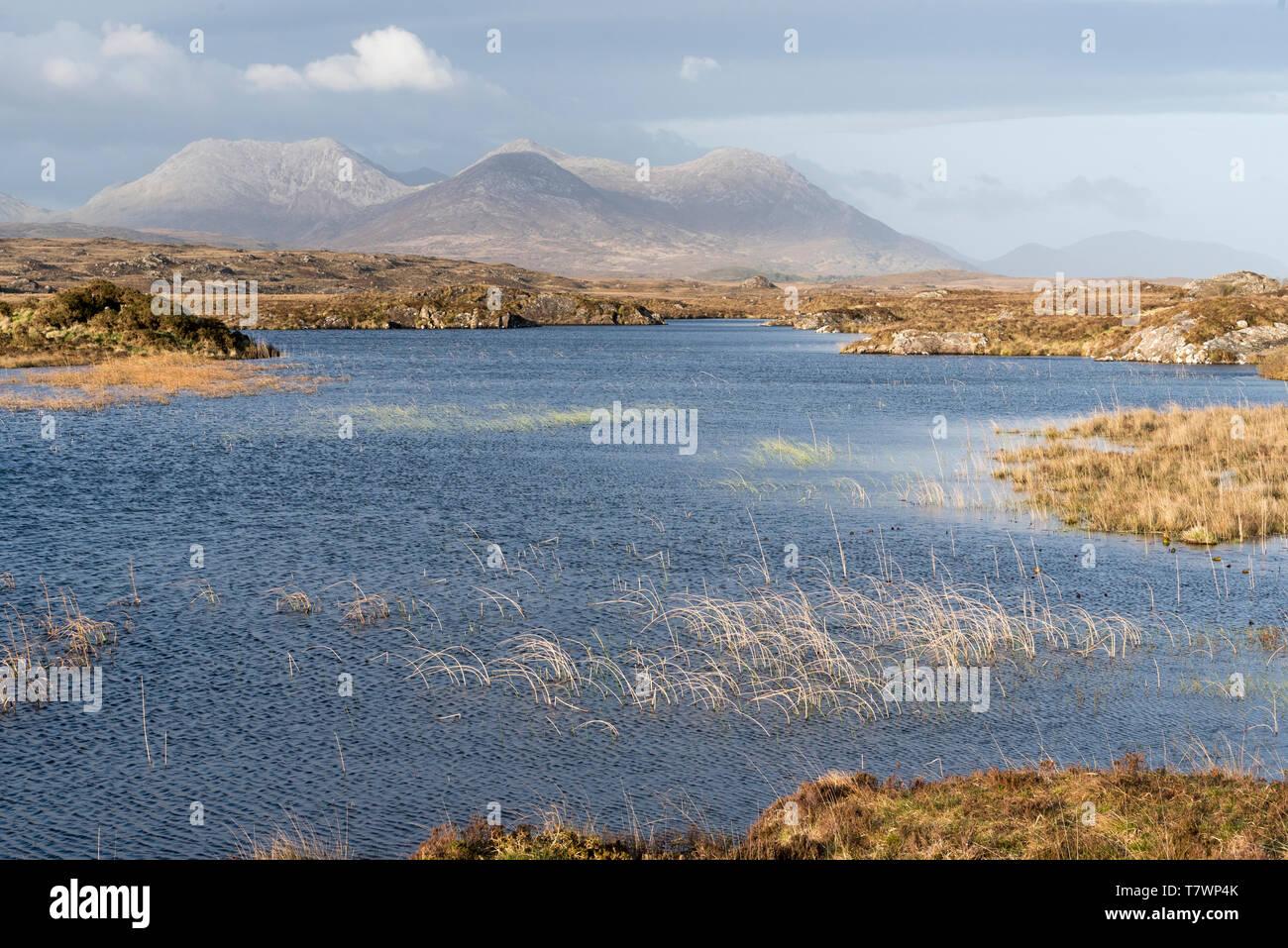 Ireland, County Galway, Connemara, lough, Twelve Bens mountains in the background - Stock Image