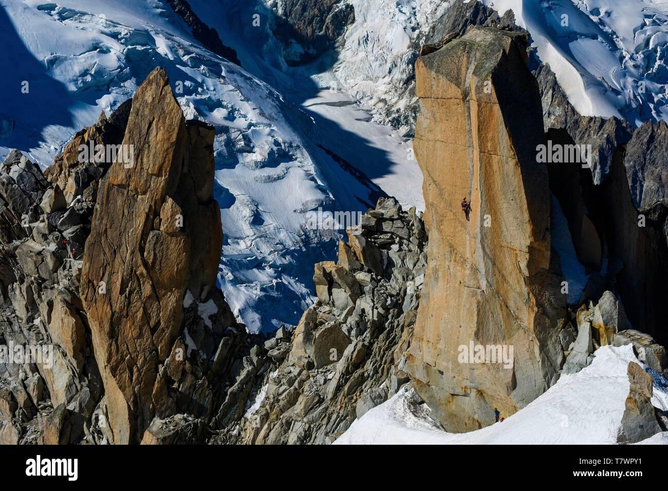 France, Haute-Savoie, Chamonix-Mont-Blanc, aiguille du Midi, climbing route of Digital Crack, 8a+ - Stock Image
