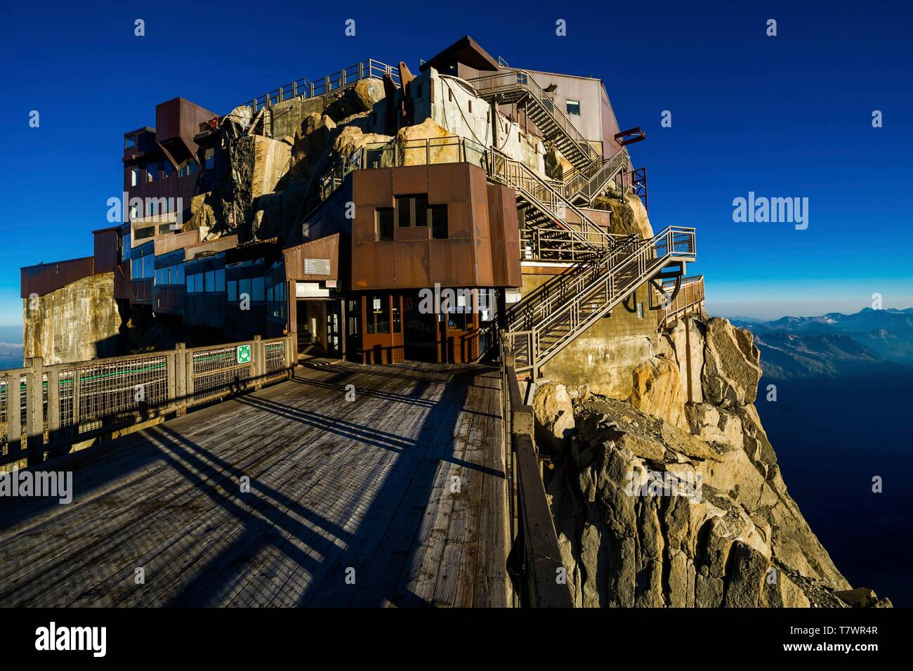 France, Haute-Savoie, Chamonix-Mont-Blanc, summit station of the Aiguille du Midi cable car - Stock Image