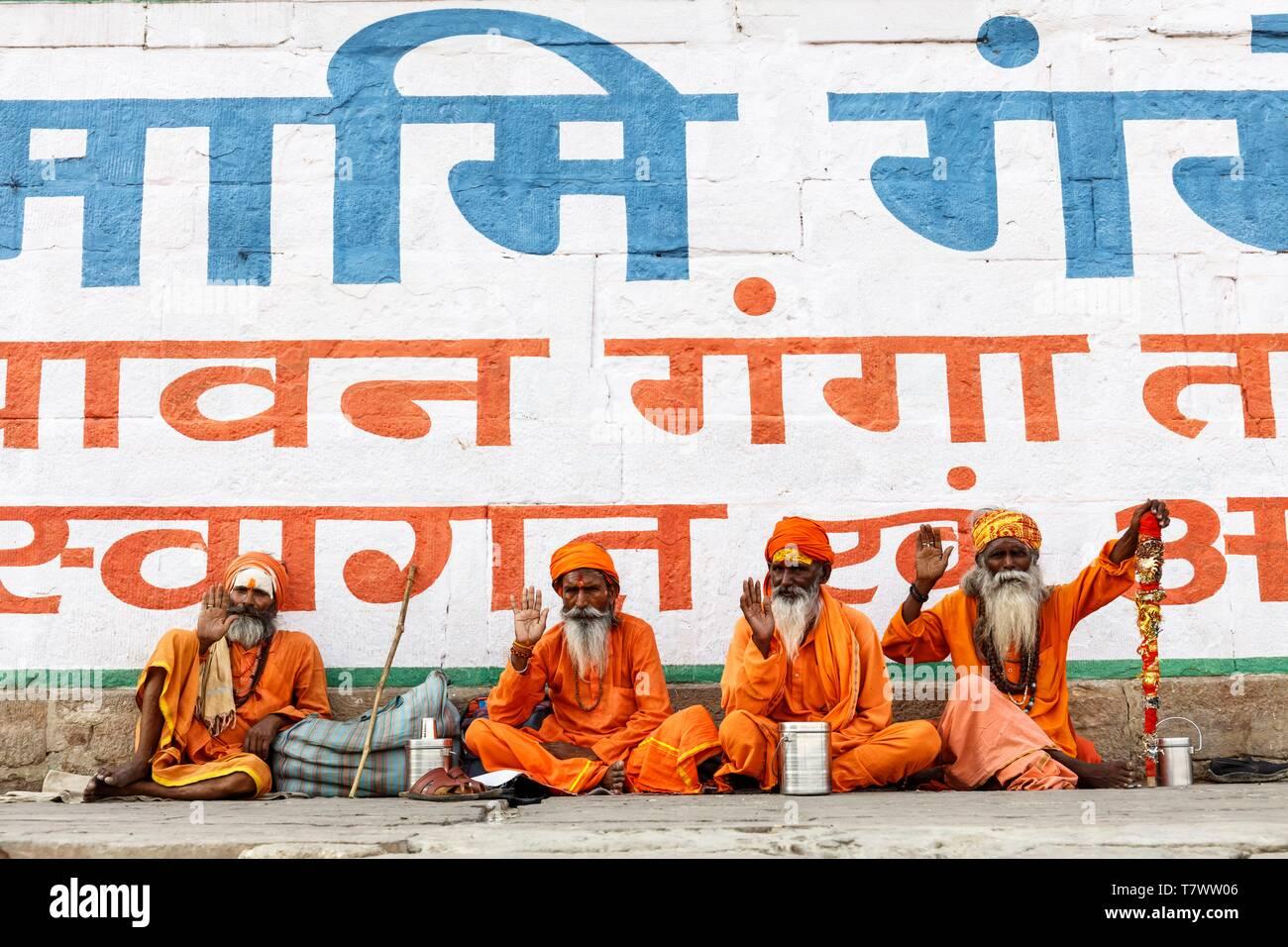 India, Uttar Pradesh, Varanasi, four saddhus - Stock Image