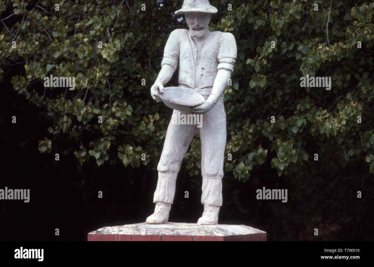 STATUE ON THE SITE OF GOLD DISCOVERY, FOSTER, VICTORIA, AUSTRALIA. - Stock Image