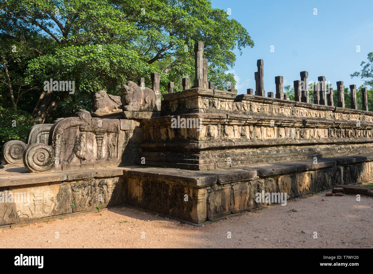 View of the platform and remaining columns of the Council Chamber, or Audience Hall, Polonnaruwa, Sri Lanka - Stock Image