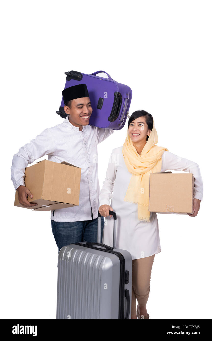 muslim asian couple with travel suitcase - Stock Image