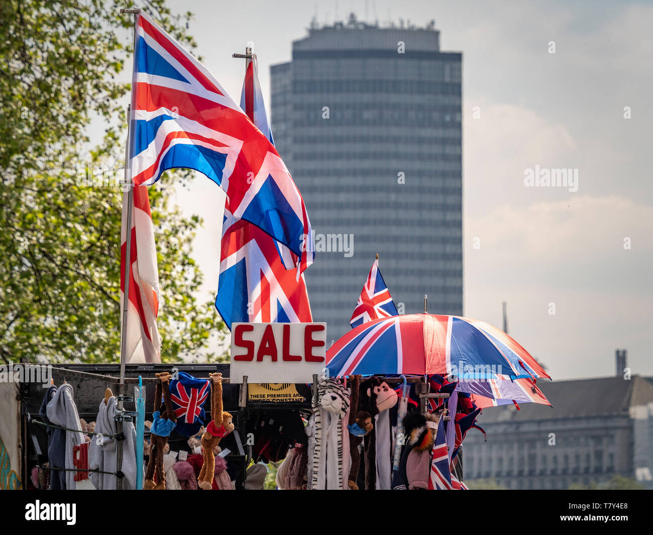 SALE sign with union jack flags and umbrellas on top of souvenir stall in London, UK. - Stock Image