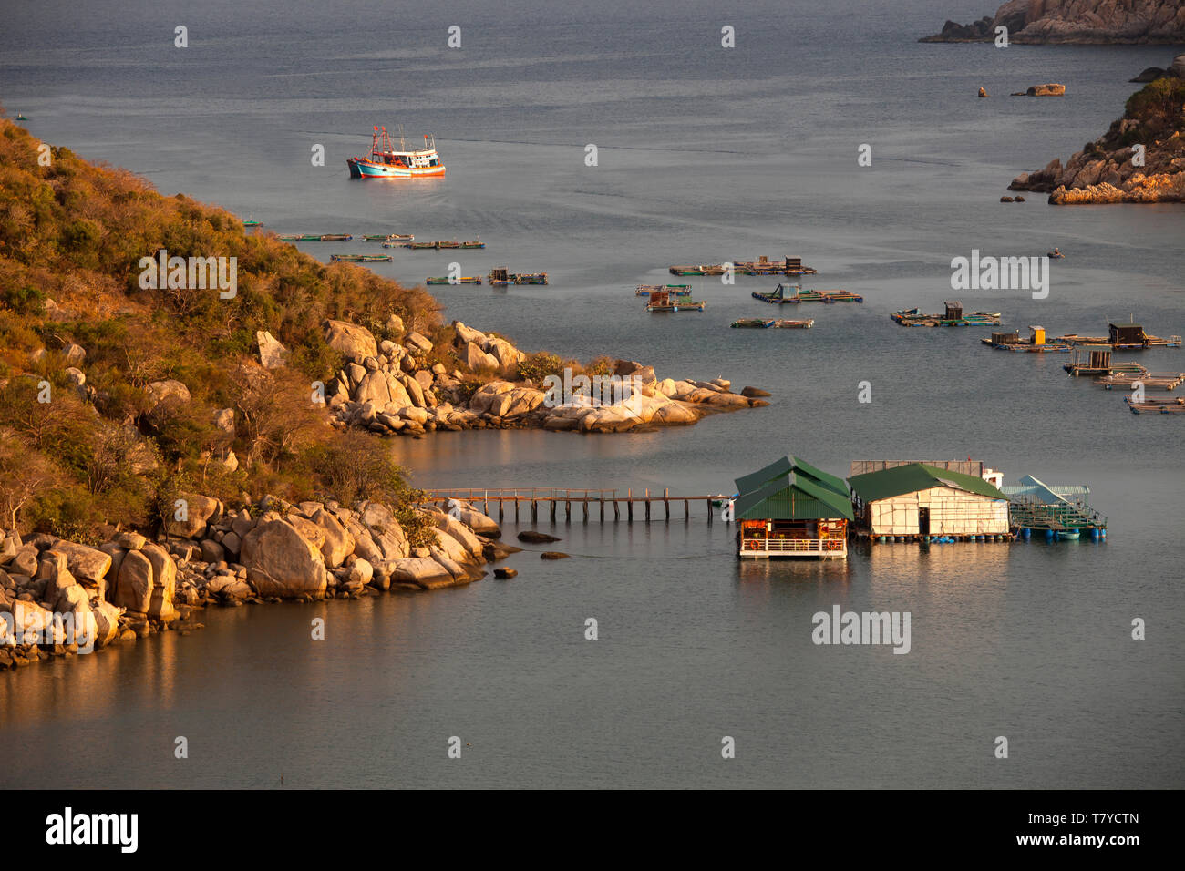 Fishing boats in the bay of Vinh Hy, South China Sea,province Ninh Thuan, Vietnam - Stock Image