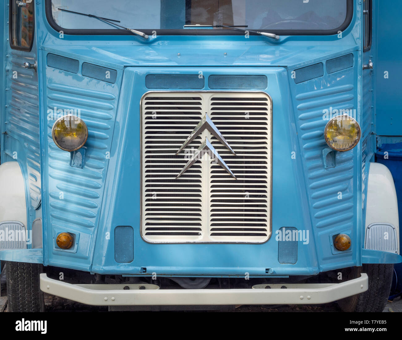Front radiator grill and badge on vintage Citroen van - Stock Image