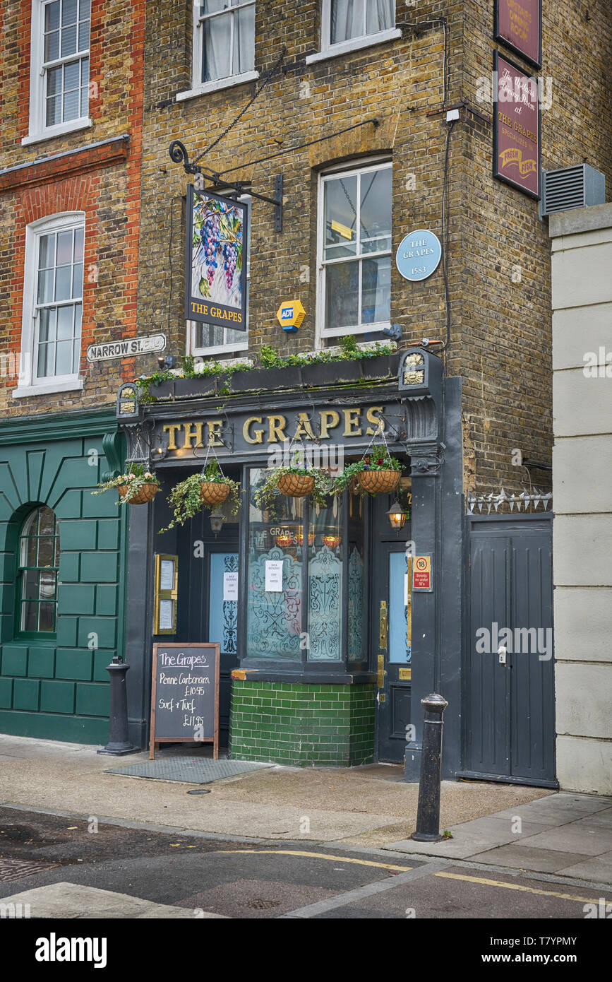 the grapes pub limehouse - Stock Image