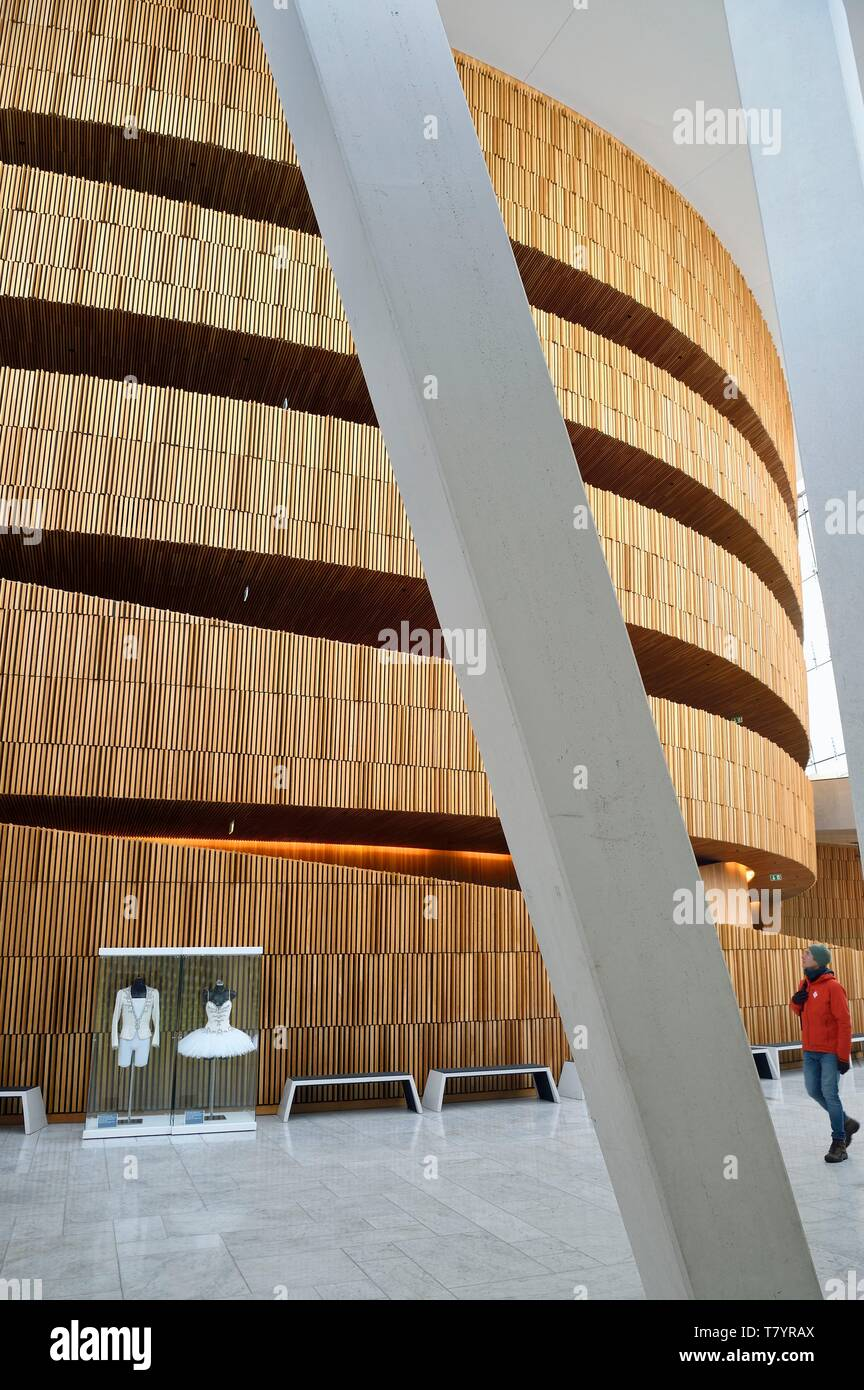 Norway, Oslo, dock area of Bjorvika, the Opera designed by the architecture firm Snohetta including Tarald Lundevall - Stock Image