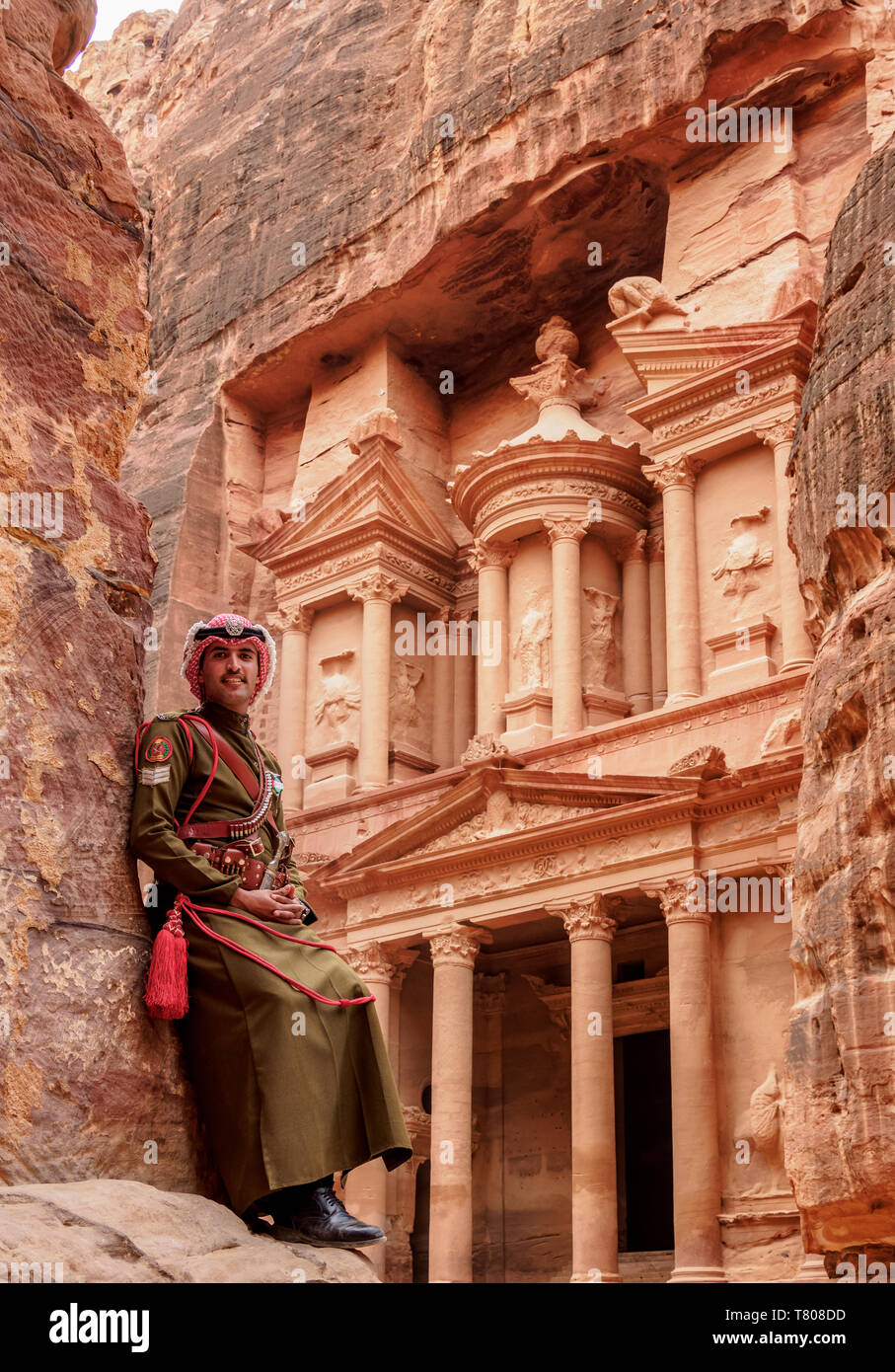 Jordanian Army Soldier in front of The Treasury (Al-Khazneh), Petra, UNESCO World Heritage Site, Ma'an Governorate, Jordan, Middle East Stock Photo