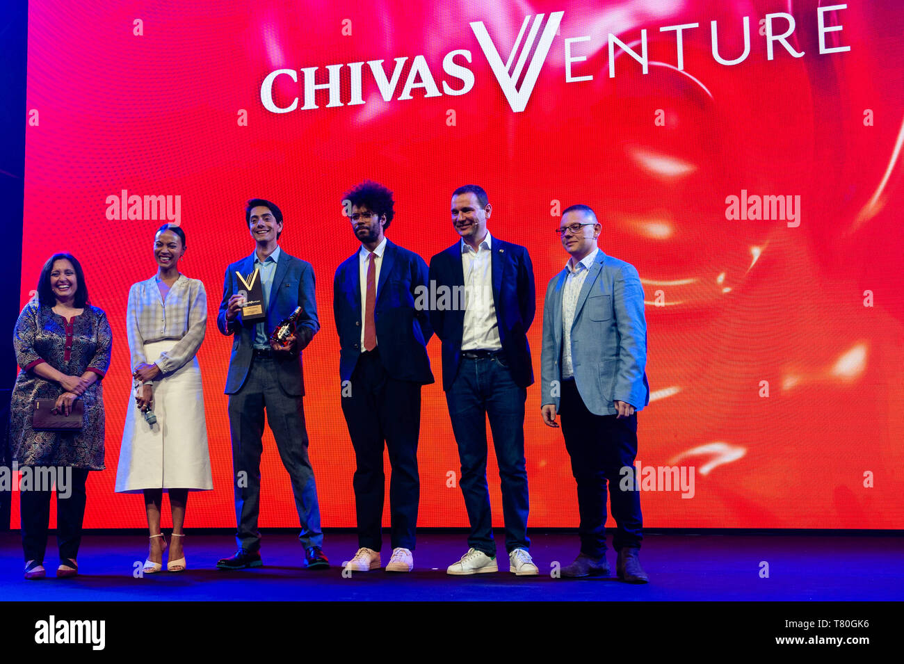 Amsterdam, North Holland, Netherlands. 9th May, 2019. (L to R) Chivas Venture judge and Executive Director of the Beeck Center for Social Impact and innovation Sonal Shah, Chivas Venture Judge Zoe Saldana, Chivas Venture Award Winner Javier Larragoiti of Xilinat, BAFTA winning actor Richard Ayoade, Alexandre Ricard chairman and CEO of Pernod Ricard and Chivas Venture judge and Founder of Change Please Cemal Ezel seen posing for a group photo at the Chivas Venture Global Final at TNW Conference. The 14th edition of the TNW conference was inaugurated in Amsterdam at the NDSM, a creative hub for - Stock Image