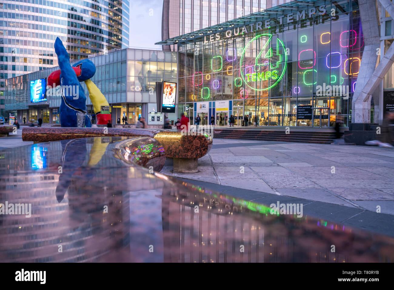 Einkaufszentrum Les Quatre Temps im Viertel La Defense,  Paris, Frankreich  |  The Mall Les Quatre Temps at  the business district La Defense, Paris,  - Stock Image