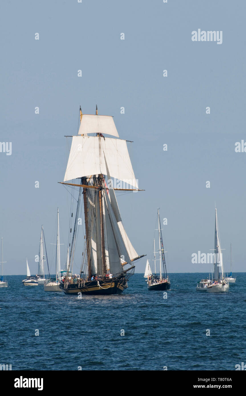 Duluth, Minnesota. One of three tall ships enters the port of Duluth to be part of the Duluth Maritime Festival. The ship is a replica of the warships - Stock Image