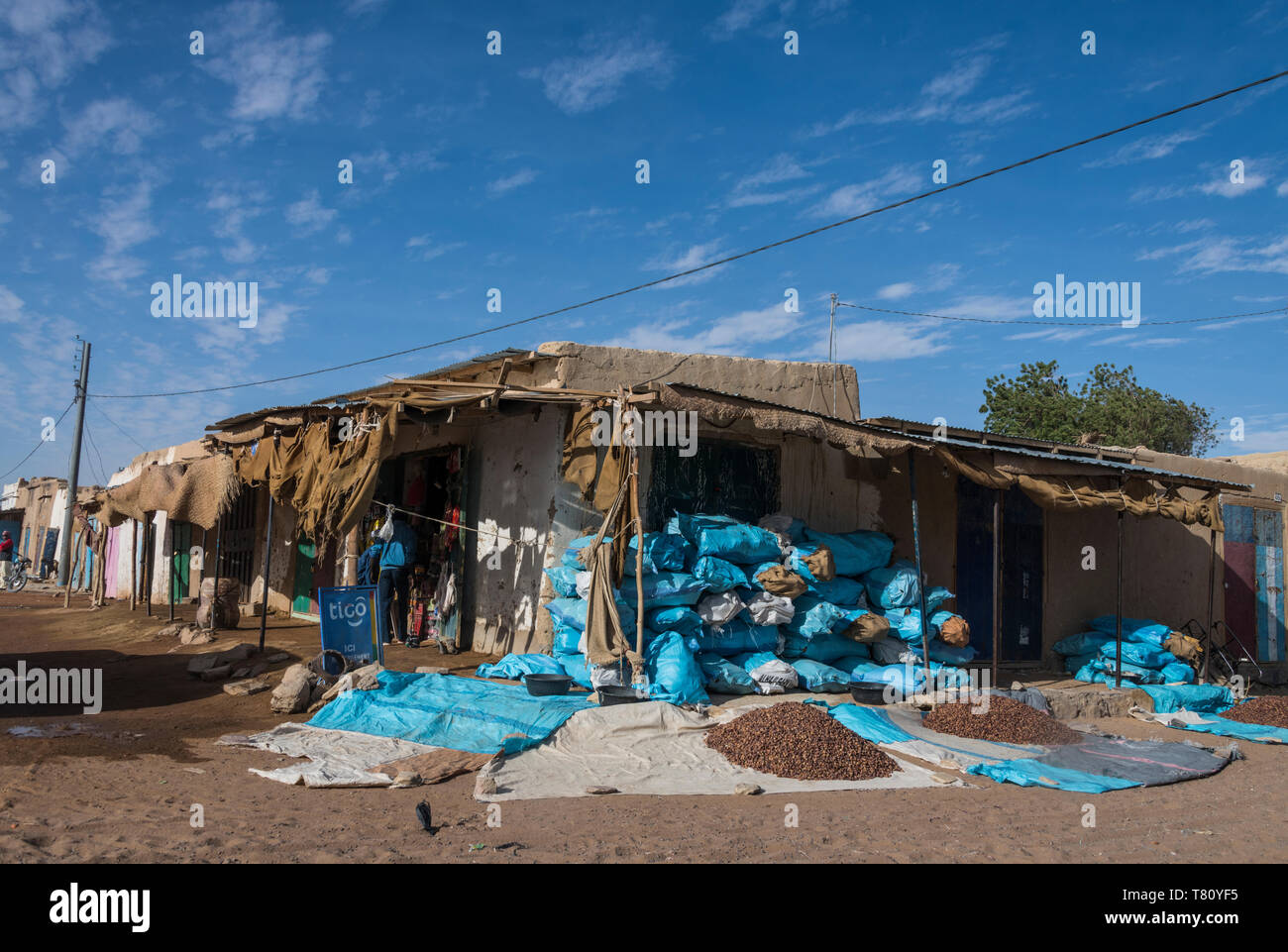 Market stalls in the desert town of Faya-Largeau, northern Chad, Africa - Stock Image