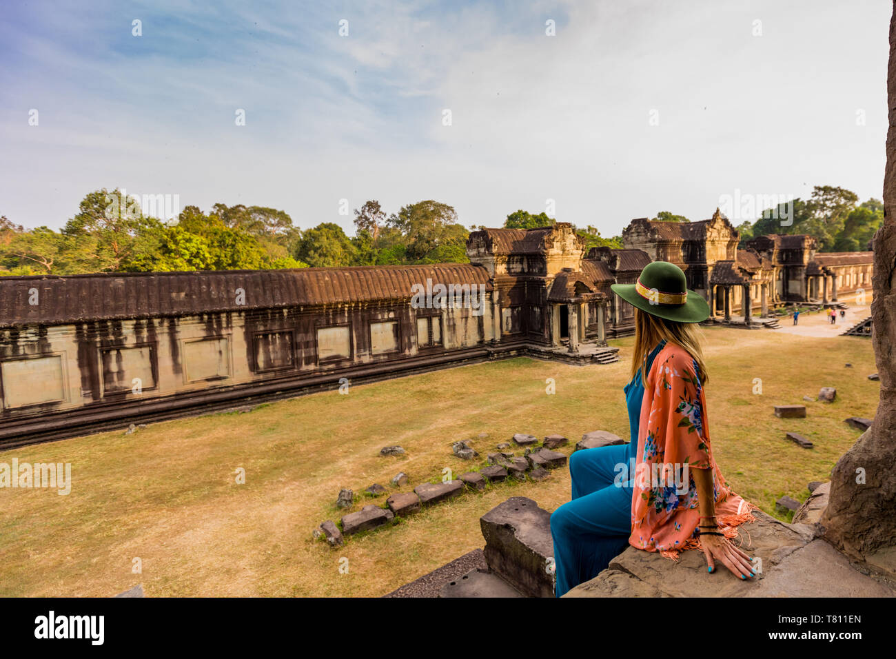 American woman tourist at Angkor Wat temples, Angkor, UNESCO World Heritage Site, Siem Reap, Cambodia, Indochina, Southeast Asia, Asia - Stock Image