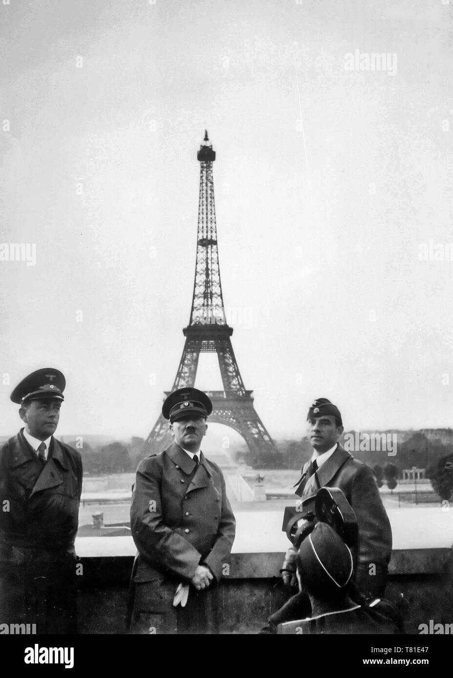 Adolf Hitler visits Paris with architect Albert Speer (left) and artist Arno Breker (right), June 23, 1940 - Stock Image