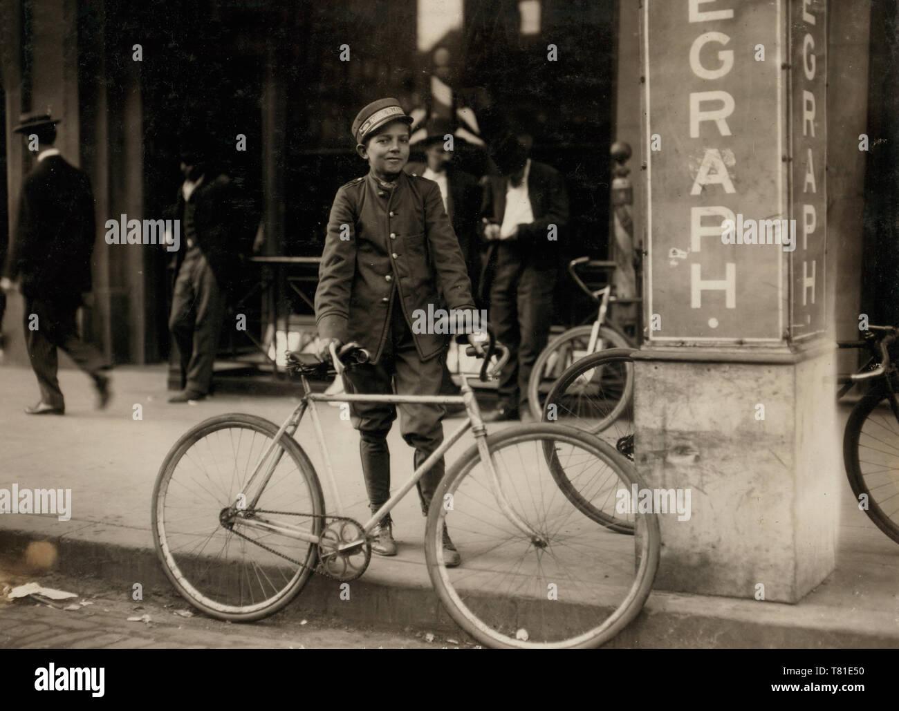 Postal Telegraph messenger. Location: Birmingham, Alabama, November 1910 - Stock Image