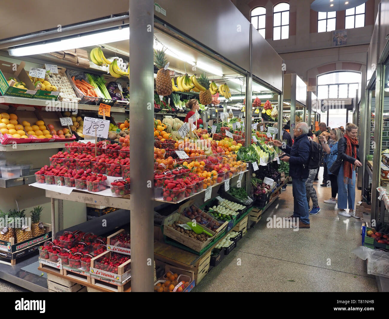 View of busy vegetable stalls inside the Mercato delle Erbe covered market in Bologna Italy - Stock Image