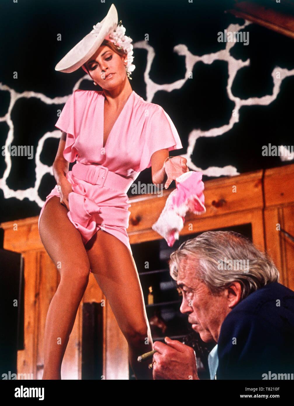 raquel welch and john huston, 1970 - Stock Image