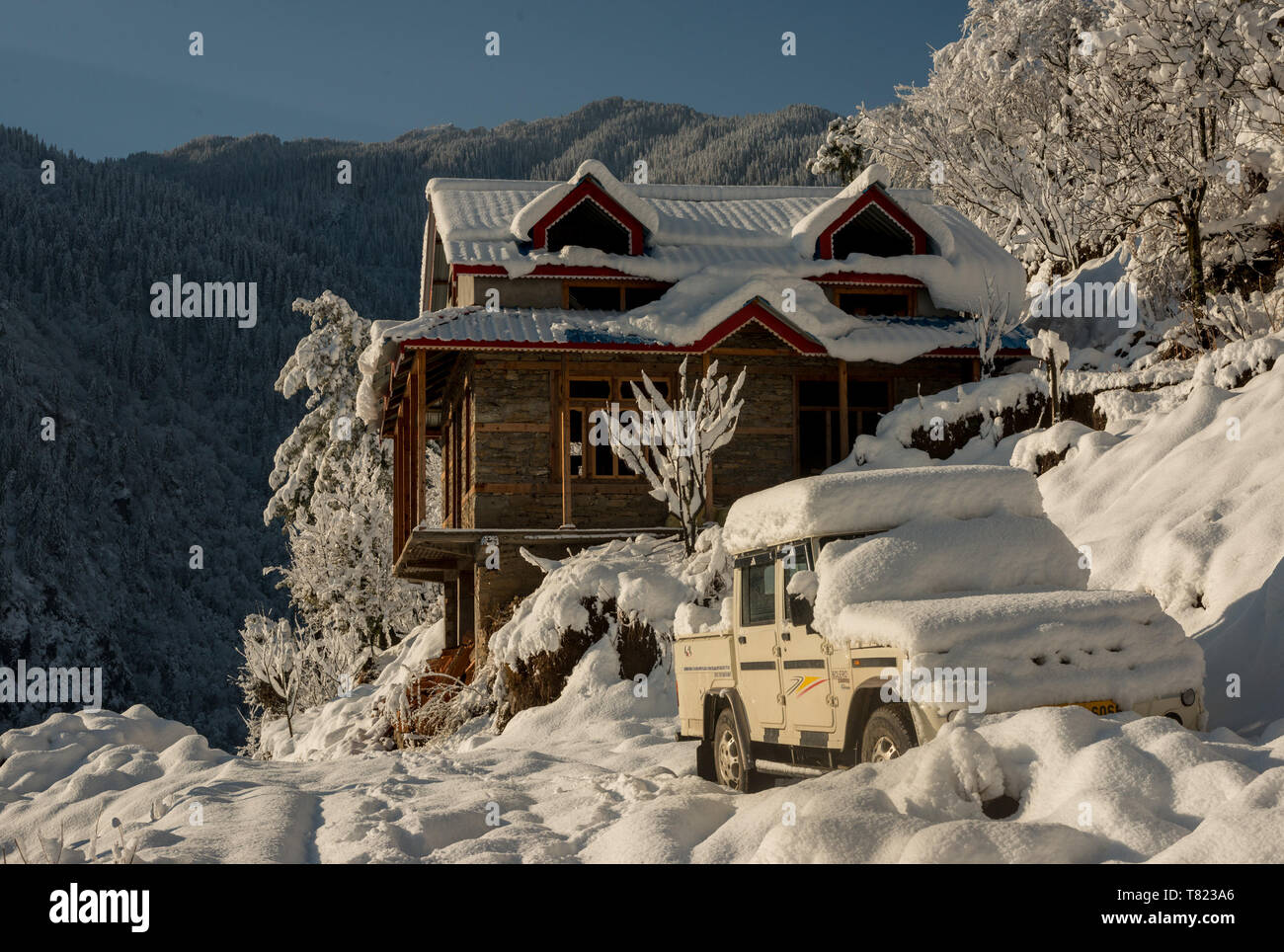 Kullu, Himachal Pradesh, India - February 08, 2019 : Snow covered wooden house in mountains - Majestic winter landscape in himalayas - - Stock Image