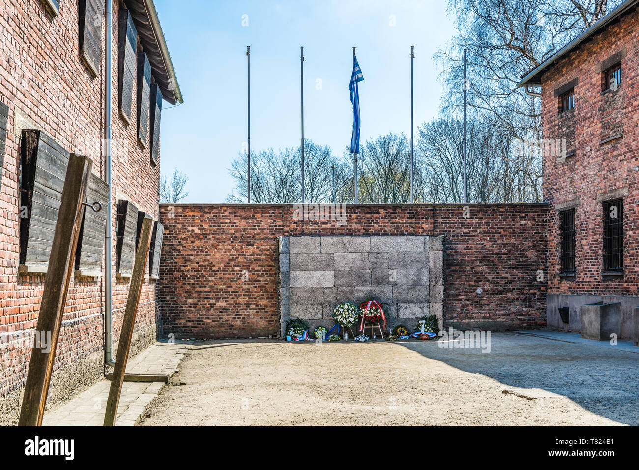 AUSCHWITZ (OSWIECIM), POLAND - APRIL 18, 2019: Death Wall ('Black Wall') between block 10 and block 11 where people were shoot to death. Auschwitz I ( - Stock Image