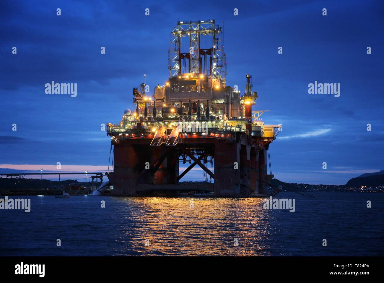 Norwegian Sea Oil Rig Stock Photos & Norwegian Sea Oil Rig