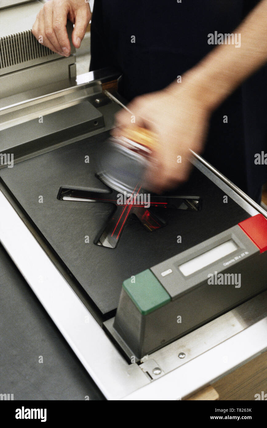 [Image: grocery-store-scanner-at-check-out-unite...T8263K.jpg]