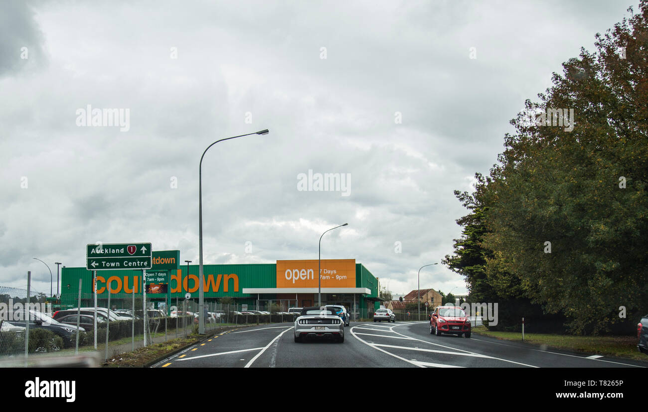 Huntly, Waikato, New Zealand. Heading north on SH1. Driving past large green and orange countdown supermarket building on overcast easter weekend. - Stock Image