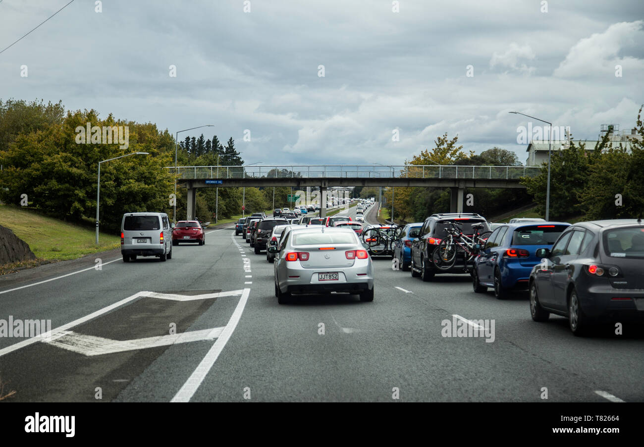 Traffic heading north on SH1 into Auckland snarled up before Papakura due to wet weather at the end of Easter Weekend. Dreary day, many cars backed up - Stock Image