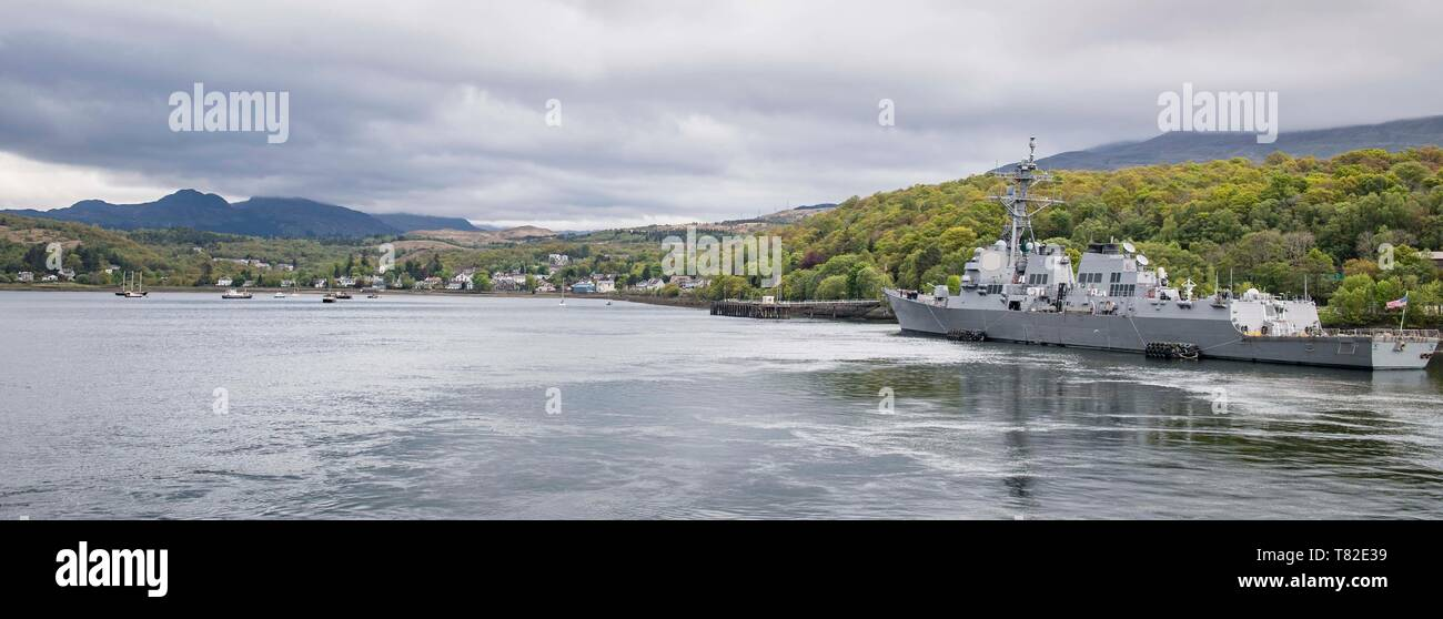 190508-N-TI693-0053    ATLANTIC OCEAN (May 8, 2019) - The Arleigh Burke-class guided-missile destroyer USS Roosevelt (DDG 80) is moored at Her Majesty's Naval Base Clyde in Faslane, Scotland, prior to getting underway to participate in Formidable Shield 19, May 8, 2019. Formidable Shield is designed to improve allied interoperability in a live-fire integrated air and missile defense environment, using NATO command and control reporting structures. (U.S. Navy photo by Mass Communication Specialist 1st Class Fred Gray IV/Released) - Stock Image