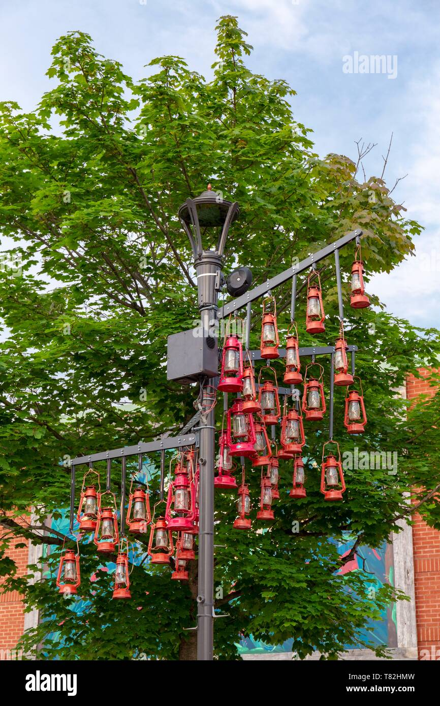 Canada, Province of Quebec, Eastern Townships Region or Estrie, Coaticook, downtown, street lamp decorated with miner's lamps to recall the mining past of the city - Stock Image