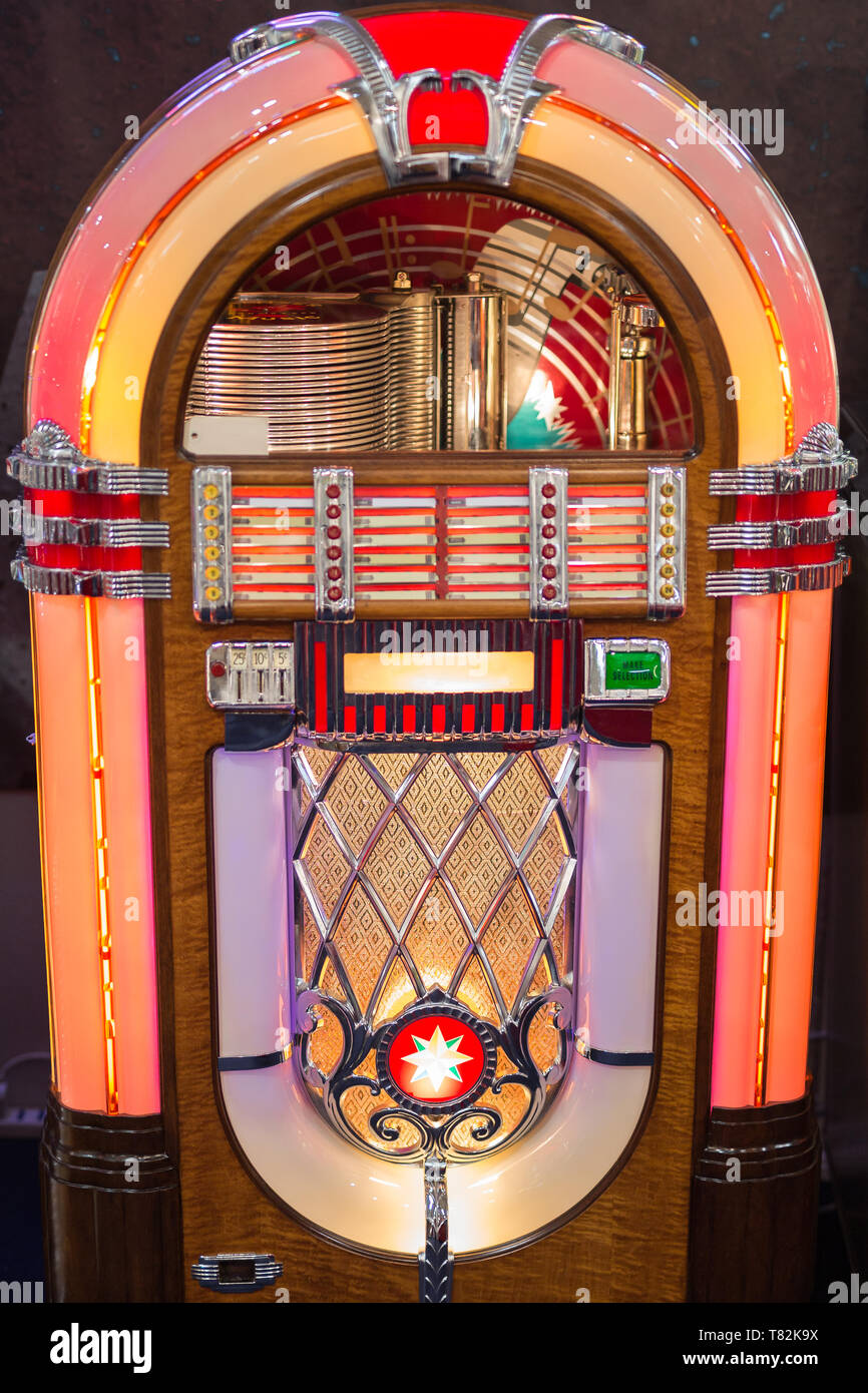 Retro jukebox: Music and Dance in bars in the 1950s. - Stock Image