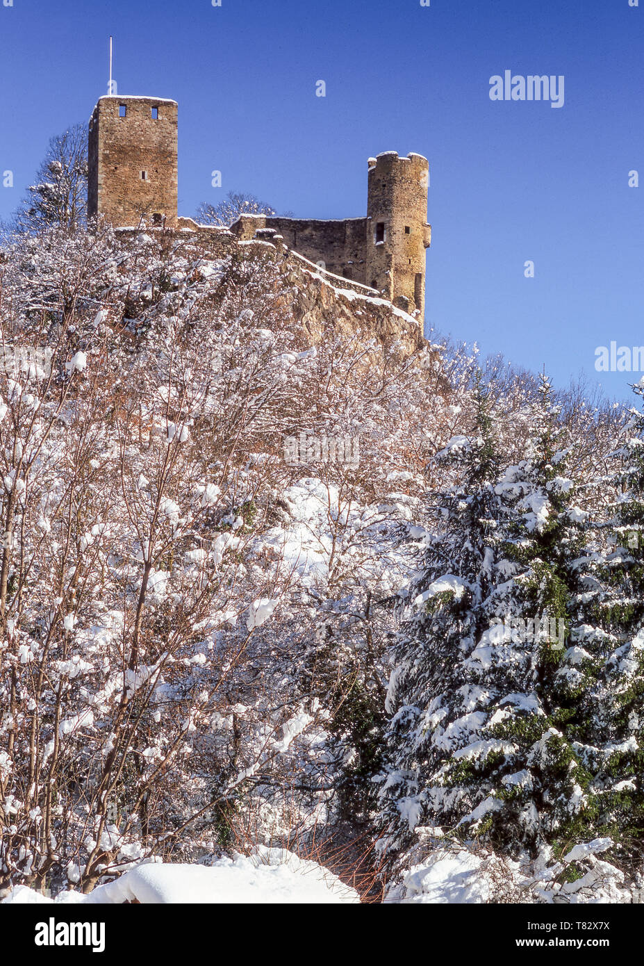 Luz-St-Sauveur town in the Pyrenees.Above it stands the remains of the Chateau Fort of Saint Marie. Hautes-Pyrenees.France. - Stock Image