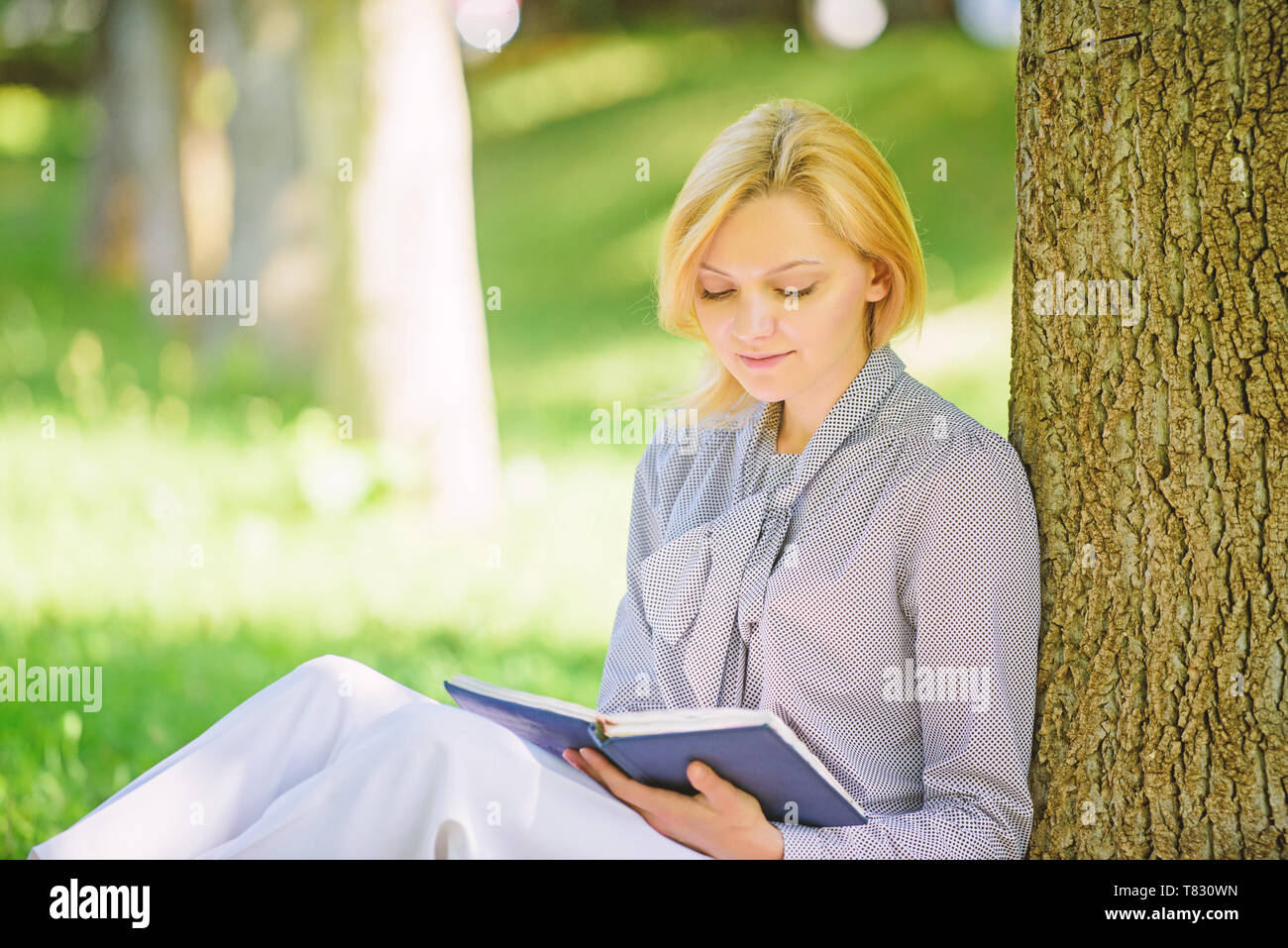 Books Every Girl Should Read Girl Concentrated Sit Park