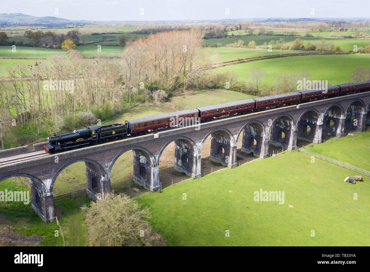 Stanway Viaduct, near Toddington, Gloucestershire, UK.  Spring is in the air. A steam locomotive crosses the Stanway Viaduct in Gloucestershire Stock Photo