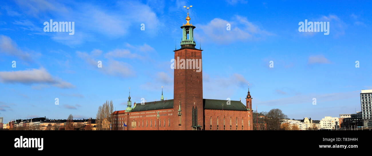 Winter view of City Hall on Lake Malaren, Stockholm City, Sweden, Europe City Hall is the venue for the Nobel prize awards ceremony every year on the  - Stock Image