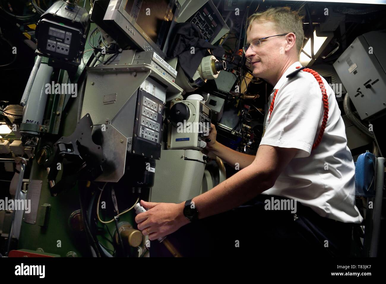 France, Var, Toulon, the naval base (Arsenal), Commander Nicolas Faure at periscope in the central navigation and operation room, Commander of the nuclear attack submarine (SNA) Casabianca (Rubis type) Stock Photo