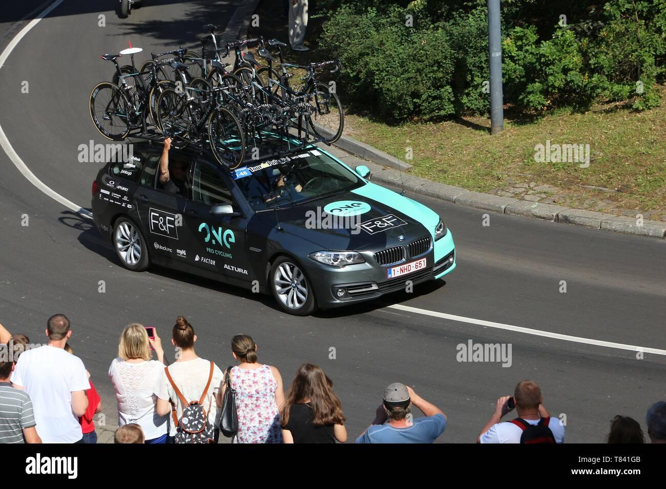 a74149d2f Cycling Team Car Stock Photos   Cycling Team Car Stock Images - Alamy