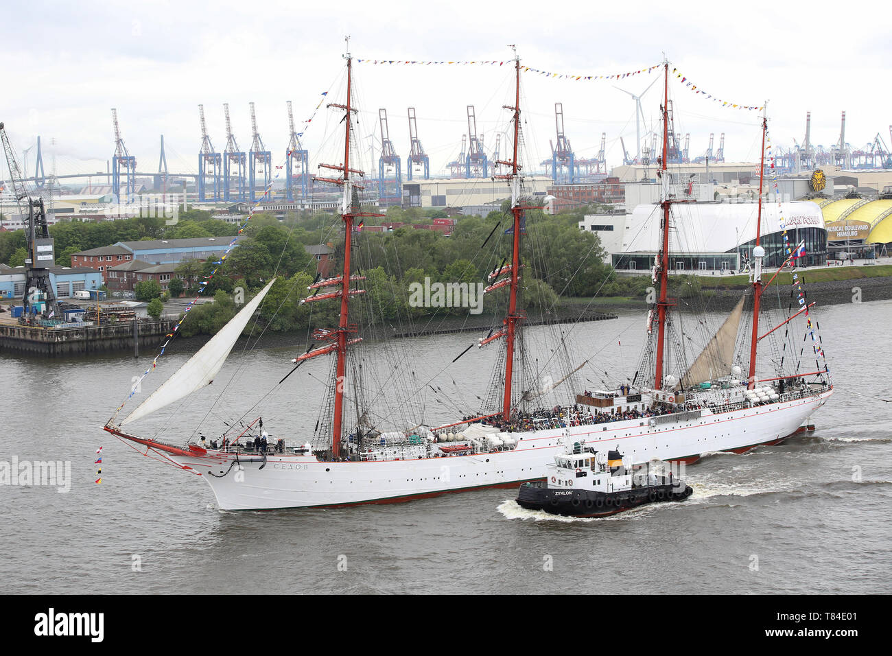 Hamburg, Germany. 10th May, 2019. The Russian tall ship Sedov is sailing on the Elbe during the entry parade of the harbour birthday. The 830th Hamburg Harbour Birthday has begun. The people of Hamburg regard 7 May 1189 as the birthday of their port - at that time the citizens of Hamburg were granted duty-free access for their ships on the Elbe from the city to the North Sea. It is considered the world's largest harbour festival. Credit: Bodo Marks/dpa/Alamy Live News - Stock Image