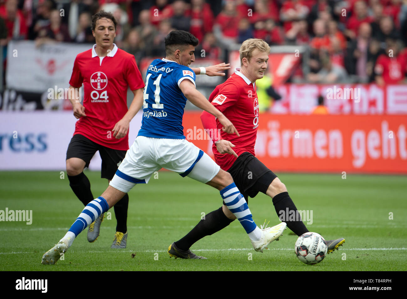 Leverkusen, Germany. 11th May, 2019. Soccer: Bundesliga, Bayer Leverkusen - FC Schalke 04, 33rd matchday n of the BayArena. Leverkusen's Julian Brandt (r) and Schalkes Nassem Boujellab try to play the ball. Credit: Federico Gambarini/dpa - IMPORTANT NOTE: In accordance with the requirements of the DFL Deutsche Fußball Liga or the DFB Deutscher Fußball-Bund, it is prohibited to use or have used photographs taken in the stadium and/or the match in the form of sequence images and/or video-like photo sequences./dpa/Alamy Live News - Stock Image